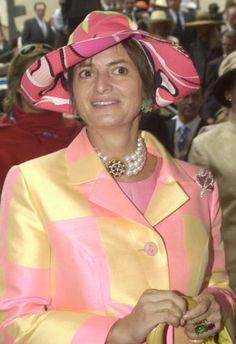 … war Gloria in den 1980er Jahren mit ihrer extravaganten Garderobe ein gern gesehener Gast in Fernsehshows.