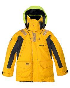 Океанский костюм, называемый также 'непром', категория Offshore. Состоит из куртки и комбинезона. Использование непрома оправдано, если вы собираетесь проводить на воде длительное время, например, идти без остановки по нескольку суток, а также, в плохую погоду - при температуре воздуха ниже 15 градусов и ветре сильнее 20 узлов. Для более благоприятных условий непром является неоправданно дорогим, да и просто тяжелым, разумно использовать более легкую одежду категория Сoastal.