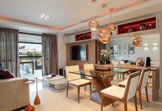 Uma reforma em 360º atualiza este apartamento na capital fluminense para o conforto da família, seus convidados e do bebê que logo vai chegar. Projeto Amanda Miranda.