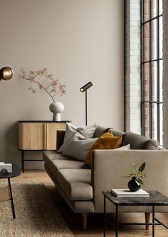 Un salon beige moderne Small Restaurant Design, Modern Couch, Living Room Inspiration, Small Restaurants, Decor Interior Design, Sweet Home, New Homes, Sofa, House Styles