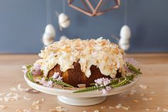 A spiced almond hot cross bun cake - Yuppiechef Magazine