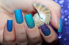 Blue Water Decals Nail Art by diamant sur l'ongle http://diamantsurlongle.blogspot.fr/2015/12/blue-water-decals-nail-art.html
