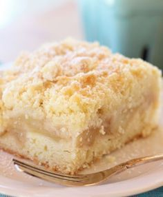 Apple Crumble Slice - it consists of a cake like base, a layer of cinnamon flavoured apple, and then finished off with a crumble topping. Apple Cake Recipes, Apple Desserts, Baking Recipes, Cookie Recipes, Dessert Recipes, Crumble Topping, Dessert Bars, Tray Bakes, Sweet Recipes