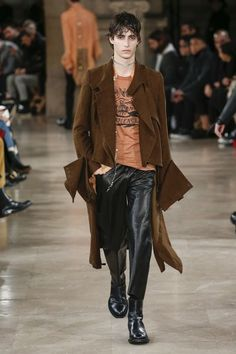 The complete Ann Demeulemeester Fall 2018 Menswear fashion show now on Vogue Runway.