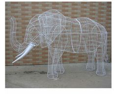 Artificial topiary trees for gardening-Squirrel Outdoor Topiary, Topiary Garden, Topiary Trees, Artificial Topiary, Artificial Turf, Pontius Pilatus, Chicken Wire Sculpture, Flexible Wood, African Christmas