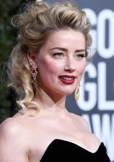 Amber Heard Hits the Red Carpet at Golden Globes Photo Amber Heard is striking a pose! The Aquaman actress hit the red carpet at the 2019 Golden Globe Awards on Sunday (January at the Beverly Hilton… Amber Heard Feet, Amber Heard Photos, Golden Globe Award, Golden Globes, Kate Mara, Celebrity Hairstyles, Cool Hairstyles, Curly Hairstyle, Amber Heard Makeup