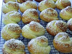 Choereg is a traditional, slightly sweet bread, especially made for Easter time. It is delicious for breakfast with a nice cup of coffee, similar to a French brioche bread. Choereg can be made indi… Armenian Bread Recipe, Armenian Recipes, Irish Recipes, Armenian Food, Choreg Recipe, French Brioche, Easter Bread Recipe, Macedonian Food, Brioche Bread