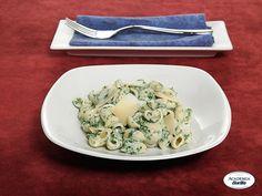 Pipette Rigate Barilla in salsa verde con scaglie di Parmigiano Reggiano