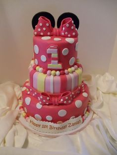 Minnie Mouse Cake LOVE THIS FOR CLAIRE