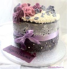 Far l'amore e fare i dolci hanno in comune una cosa: vanno fatti per piacere e non per dovere. Ricordate che vi serve un sotto torta da 20...