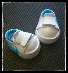 Zapatillas de goma eva para fofuchas. Deportivas Nike.