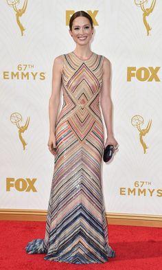 Las tendencias 'ganadoras' de los Emmy - Ellie Kemper se sumó a la moda de las geometrías con un diseño seventies de Naeem Khan.
