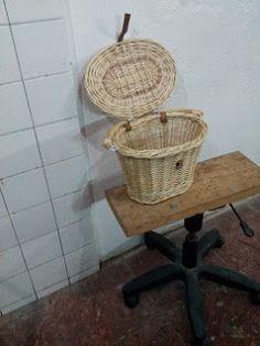 Nico, el artesano de mimbre, anea, rejilla, cuerda y caña:  Cesta de mimbre natural para bicicleta