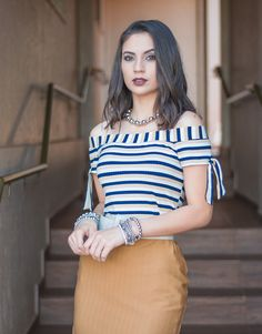 BLUSA MC OOZE LISTRADA Off Shoulder Outfits, Indian Fashion Trends, Fashion Models, Fashion Outfits, Fancy Tops, Crochet Shirt, Blouse Designs, Casual Chic, Beautiful Dresses