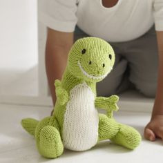 Learn how to knit a dinosaur toy