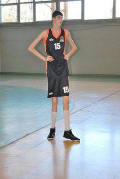 El último vídeo del niño de 14 años y 2.26 m. que seguían Barça y Madrid. Mira cómo entrena - @KIAenZona #baloncesto #basket #basketbol #basquetbol #kiaenzona #equipo #deportes #pasion #competitividad #recuperacion #lucha #esfuerzo #sacrificio #honor #amigos #sentimiento #amor #pelota #cancha #publico #aficion #pasion #vida #estadisticas #basketfem #nba
