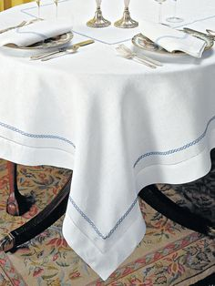 Sienne Scallops Too - Luxury Table Cloths - Linen tablecloths and napkins adorned with a splendid chain motif and neatly hemstitched combine classical opulence with modern simplicity of design and functionality. #TableLinen #schweitzerlinen