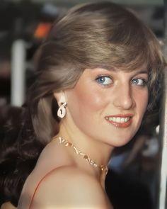 Princess Diana Hair, Princess Diana Pictures, Prince And Princess, Princess Of Wales, Diana Memorial, Royal Throne, Michael Jackson Bad Era, Lady Diana Spencer, The Most Beautiful Girl