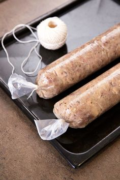 Hotové tlačenky během chladnutí čas od času otočte, aby se maso a tuk… Slovak Recipes, Czech Recipes, Homemade Sausage Recipes, Rolling Pin, Poultry, The Cure, Rolls, Cooking Recipes, Meat