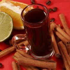 Receita de Café Brûlot - 1 dose de conhaque, canela em pau a gosto, 8 colheres (chá) de açúcar, 4 unidades de cravo-da-Índia, casca de laranja a gosto, casc...