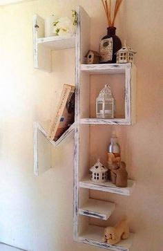 wood pallet wall shelving