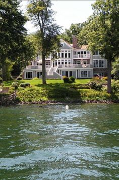 This is why many dream of having a lake house. This is why many dream of having a lake house. The post Lake House. This is why many dream of having a lake house. 2019 appeared first on House ideas. Dream Home Design, My Dream Home, Dream Homes, Haus Am See, Lakeside Living, House Goals, Exterior Design, Exterior Paint, Future House