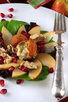 En entrée: Salade de poires aux noix grillées, crousti-coulant de bleu aux dattes   Mme Carrée   Canal Vie