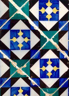 Hoje descobrimos estes azulejos na Mouraria. Gostam? Today we discovered this ceramic tiles in Mouraria. Do you like?