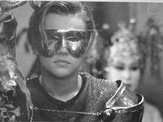 He sure can rock a mask! Romeo And Juliet Leonardo, Film Romeo And Juliet, Leonardo Dicaprio Romeo, William Shakespeare, Romeo Montague, Leo Love, Claire Danes, Fuchsia, Pretty Boys