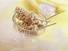 Popsicles for breakfast! Banana dipped in yogurt then rolled in Cheerios.
