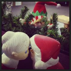 12/18/12  Elf says I saw Mommy kissing Santa Claus.