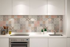 Patchwork kitchen tiles and artistic backsplash ideas One Wall Kitchen, Kitchen Wall Tiles, Kitchen Layout, Kitchen Flooring, Kitchen Decor, Patchwork Kitchen, Functional Kitchen, Shabby Chic Kitchen, Cuisines Design