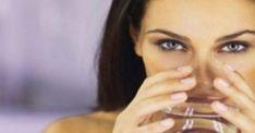 α χρειαστείς: 2 φλυτζάνια νερού σε θερμοκρασία δωματίου. Χυμό από 2 λεμόνια 2 κουταλιές του γλυκού μηλόξιδο 2 κουταλιές του γλυκού, μέλι, λίγο φρέσκο τζίντζερ τριμμένο. Τα ανακατεύεις αμέσως πριν το πιεις! Φρόντισε να πίνεις από ένα κάθε πρωί και τη διαφορά όχι μόνο θα τη δεις αλλά θα τη νιώσεις κιόλας.