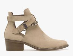 I want those shoes... Stradivarius shoes Fall/Winter 2014-2015: hide cowboy ankle boot