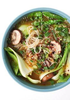 Garlic Noodle Soup with Bok Choy. , Ginger Garlic Noodle Soup with Bok Choy. , Ginger Garlic Noodle Soup with Bok Choy. , Pucker up and enjoy this Sinigang na Hipon, a Filipino sour soup with shrimp and vegetables using tamarind as the souring agent. Garlic Noodles, Garlic Soup, Garlic Minced, Clean Eating, Healthy Eating, Dinner Healthy, Healthy Life, Healthy Food, Asian Soup