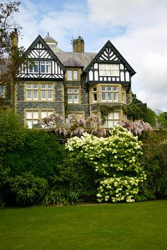 The Tudor house at Bodnant Garden / Wales (by BSKaran).