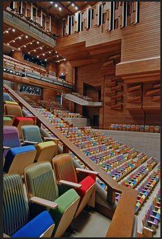 Teatro municipal de Chacao. Caracas-Venezuela. Butacas de Carlos Cruz Diez. Beautiful Architecture, Interior Architecture, Places Around The World, Around The Worlds, Ecuador, Latina, Andes Mountains, Amazing Buildings, Largest Countries