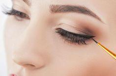 5 prostych sposobów na trwałą kreskę na oku