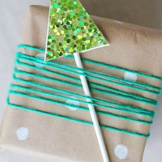 12 DIY Alternatives To Traditional Gift Wrap Diy Christmas Wrapping Paper, Christmas Crafts, Christmas Stuff, Christmas Wreaths, Be Light, Gift Exchange, Paper Gifts, Creative Crafts, Crafty