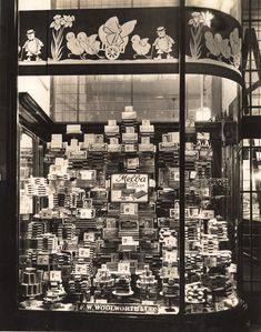 Sweets from Woolworth's Vintage London, Old London, East London, Vintage Shops, Store Window Displays, London History, Chocolate Brands, Vintage Windows, Shop Fronts