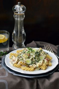 Pasta Salad, Chicken, Meat, Fusilli, Ethnic Recipes, Food, Crab Pasta Salad, Eten, Meals
