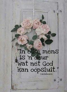 Elke mens Afrikaanse Quotes, Goeie More, Bible Quotes, Floral Wreath, Faith, Words, Creative, Decoupage, Spiritual