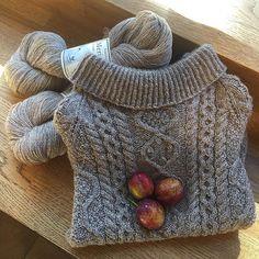 'Arangenser' fra Nøstestrikk nr. 3.   Nøstebarn Baby Knitting, Turtle Neck, Create, Instagram Posts, Sweaters, Fashion, Moda, Fashion Styles, Baby Knits
