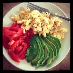 Scrambled Egg, Tomato and Avocado - an accelerator breakfast from Michelle Bridges Clean Recipes, Diet Recipes, Cooking Recipes, Healthy Recipes, Healthy Family Meals, Healthy Snacks, Healthy Eating, Food Inspiration, Food To Make