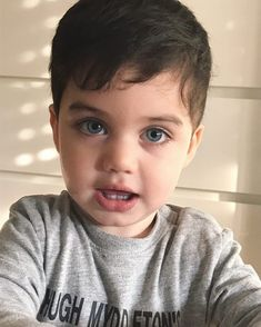 Young Cute Boys, Cute Kids, Cute Baby Pictures, Baby Photos, Beautiful Children, Beautiful Babies, Baby Tumblr, Cute Little Baby Girl, Cute Baby Wallpaper