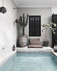 Things You Should Know About Modern Interior Design for Your Home - targetinspira Backyard Pool Designs, Small Backyard Pools, Patio Interior, Interior And Exterior, Outdoor Spaces, Outdoor Living, Piscina Interior, Jacuzzi, Pool Houses