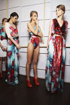 Couture and Class Fashion Week, Runway Fashion, High Fashion, Fashion Show, Women's Fashion, Fashion Today, Glamorous Chic Life, Models Backstage, Style Haute Couture