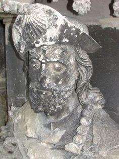 statue-portail-sud-avan-trestauration-st-jacques-le-majeur.jpg (375×500)