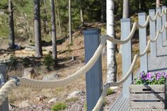 Muun muassa sisustusta, kokkailua, leivontaa, luonnossa liikkumista ja perhe elämää käsittelevä blogi. Deck Design, Landscape Design, Front Deck, Cedar Creek, Modern Fence, Outdoor Living, Outdoor Decor, Back Gardens, Garden Bridge