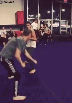 Thrown so hard, he bounces Muay Thaï, Martial Arts Humor, Martial Arts Training, Fighting Gif, Ufc 2, Mma Training, Taekwondo, Karate, Combat Sport